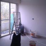On retire le ruban de masquage après la peinture.