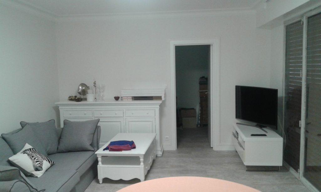 Salle de séjour refaite et aménagée.